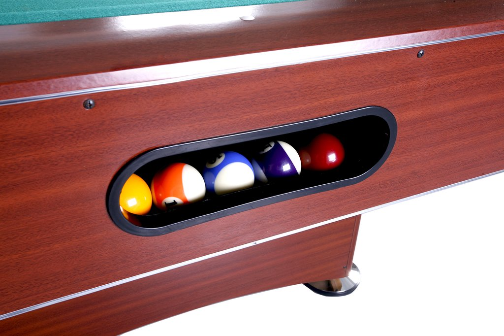Internal ball return system